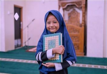 طباعة المصاحف وتعليم القرآن الكريم
